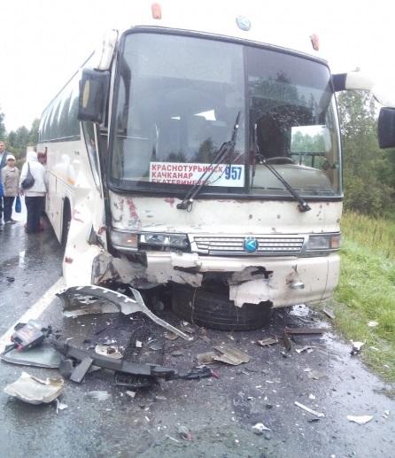 ДТП с автобусом и иномаркой на трассе Екатеринбург - Тюмень - 17 августа 2015