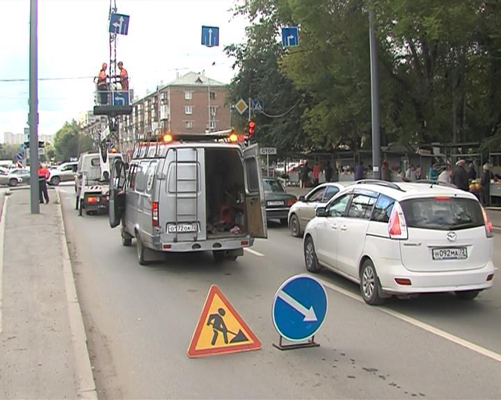Изменили схему движения на перекрестке Мельникайте - Харьковская - август 2015